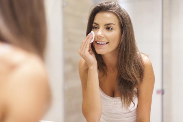 Salitsüülhape – asendamatu aktiivaine, mis võitleb nahal efektiivselt komedoonide ja põletikuliste punnidega.